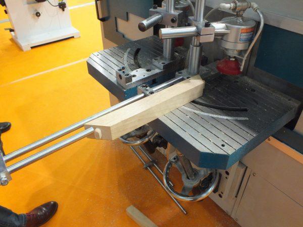 CNC-200 Фрезерный станок с ЧПУ для нарезания шипа стульев и столов