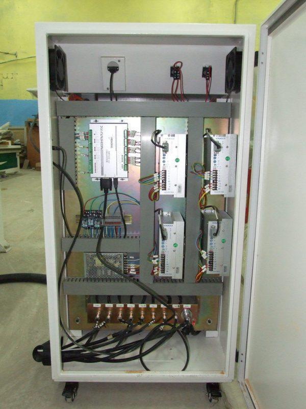 LTT-P1325В (SD) Фрезерный станок с ЧПУ с полуавтоматической сменой инструмента